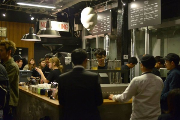 roast works coffee shop tokyo.