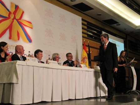 Luis Munoz accepting a Colombia-Spain award on behalf of the FNC and the Juan Valdez brand. Photo courtesy of the FNC.