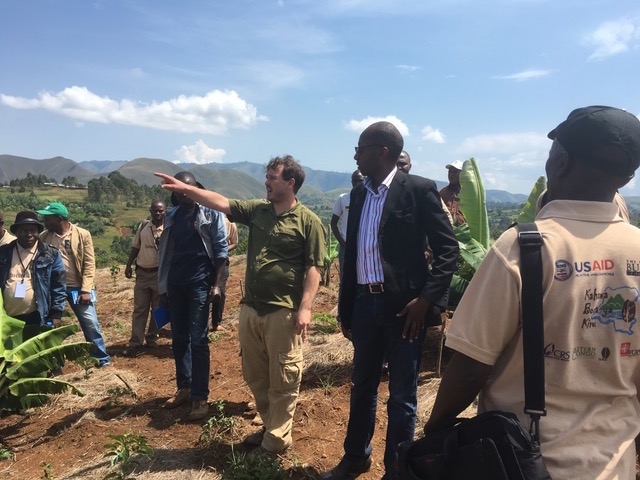 From a 2016 Saver du Kivu trip to Walungu, Chris Treter of Higher Grounds Trading Co. discusses potential best practices and strategies to improve production through composting and the introduction of shade trees. Photo by LeBon Kusinza.
