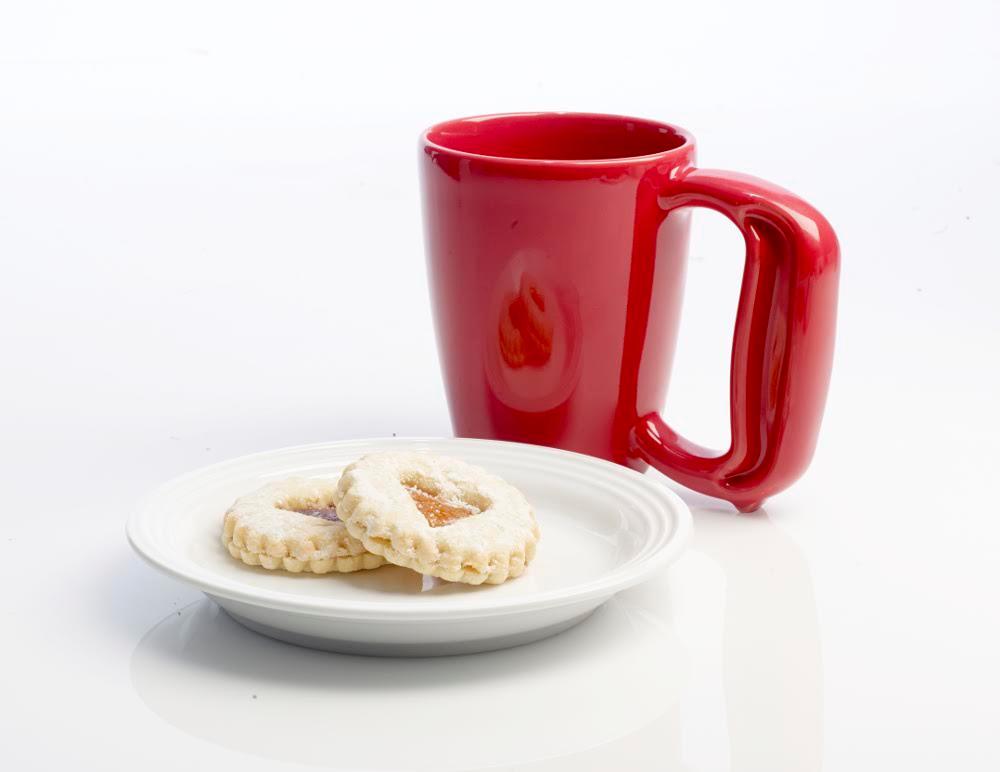 The Ergonomic Jamber Mug Makes Coffee Easier to Drink