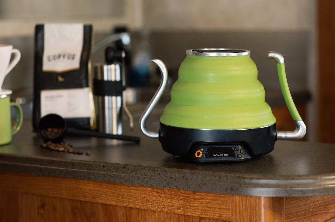 The Collapsible Voyager Kettle Offers an On-the-Go Gooseneck