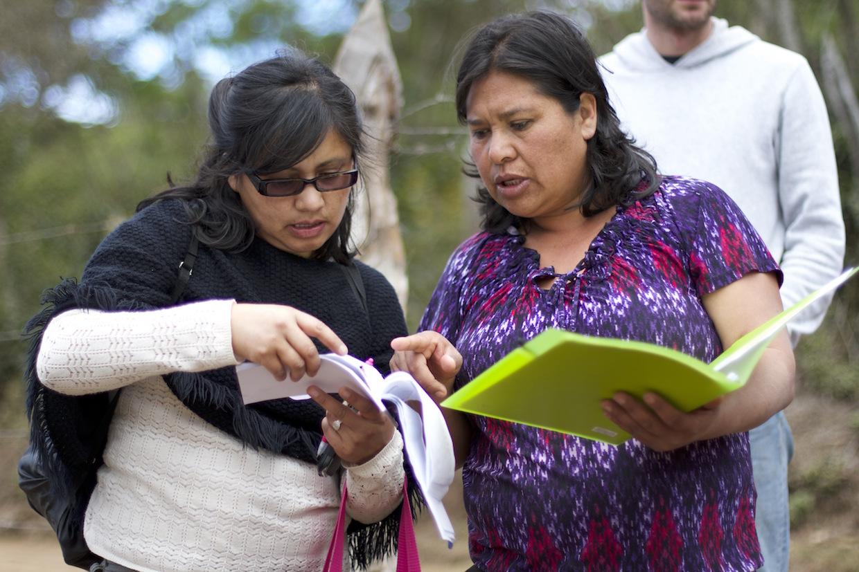 Mayra Orellana-Powell (L) consults with a producer in Santa Elena Honduras