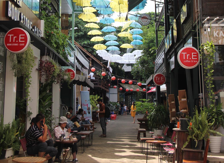 street_cafes_in_Central_Highland_Vietnam_web