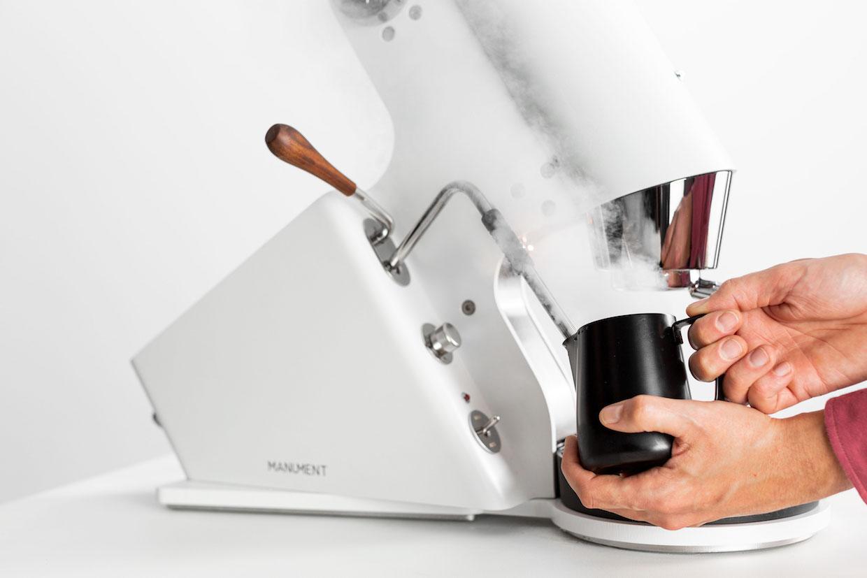 Manument_Leva_details_use_milk-steam
