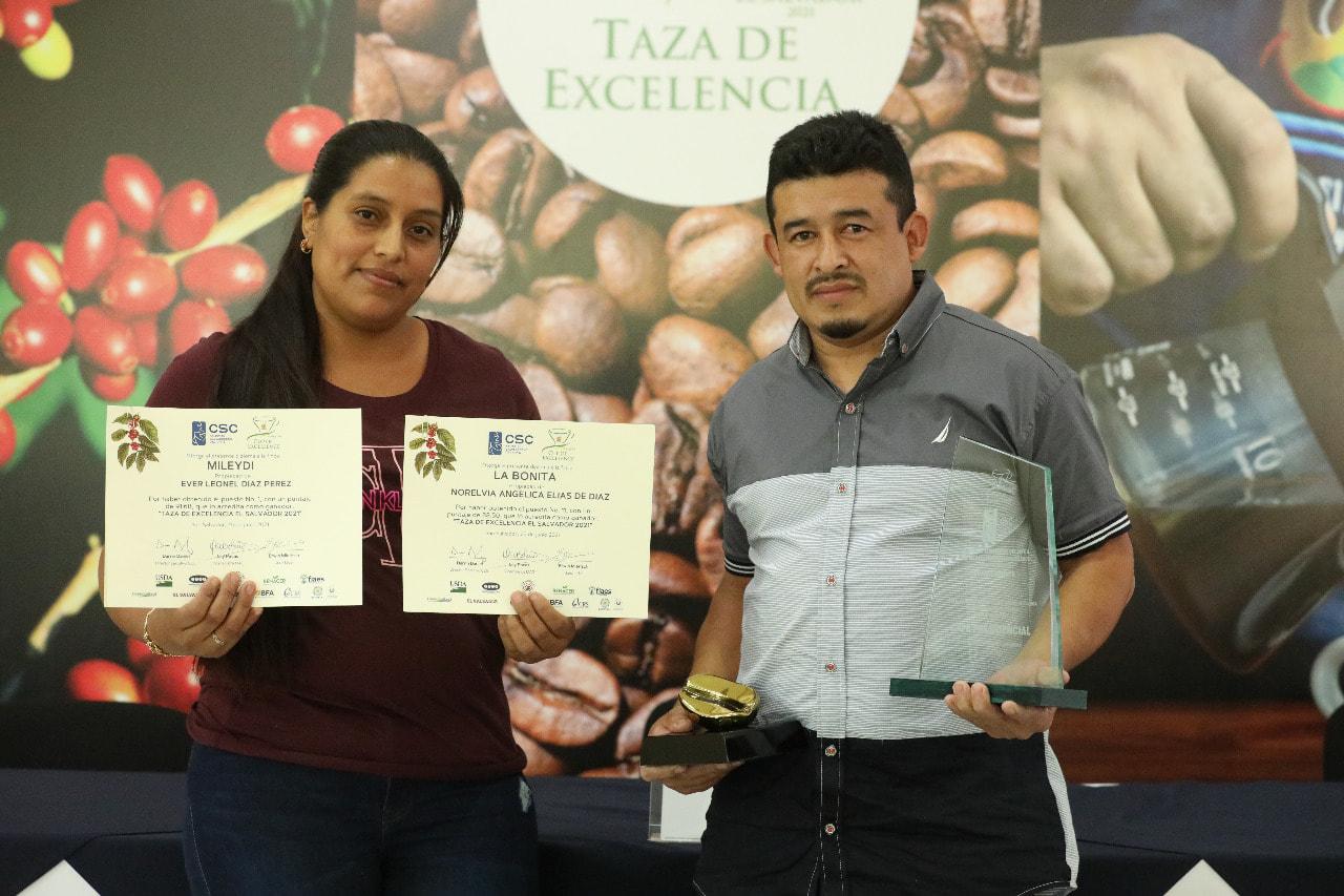 1st place winner Ever Díaz with wife Norelvia Elías de Díaz